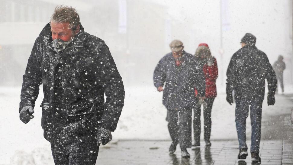 63720714 SURT: Snø og vind er en iskald kombinasjon. Foto: Rune Stoltz bertinussen /