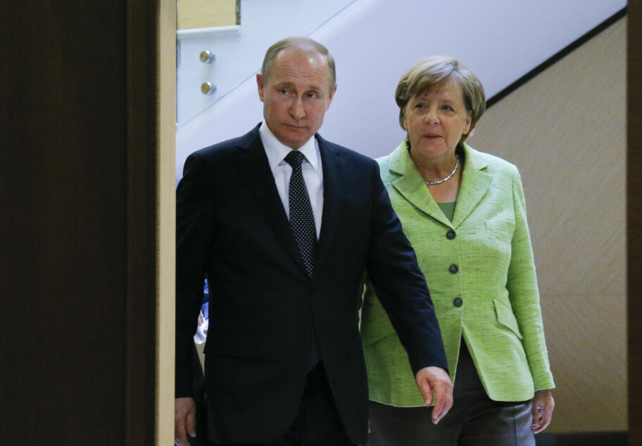 a9226cfc Møtet mellom Vladimir Putin og Angela Merkel foregår på Putins landsted ved  Svartehavet.