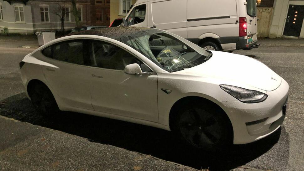 36f94f41 Et par Broom-lesere har allerede fått bilder av Tesla Model 3 i Norge.