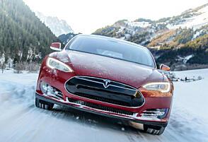 Tesla Model S er et vanlig syn på norske veier – men det er ikke så mange som har forsøkt å overnatte i den på vinterstid.