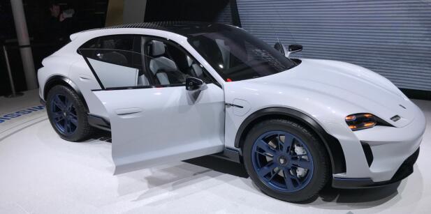 Porsche vil også være med på elbil-bølgen. Her er deres andre helelektriske konseptbil: Mission E Cross Tourismo.