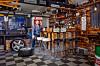 EKTE MAN CAVE: Selv om det er mer pub enn garasjen akkurat nå, er det plass til både bil og verktøy. – Men akkurat nå prioriterer jeg andre ting enn mekking, sier Eystein.