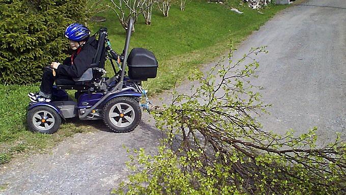 ... med sin Permobil X850 elektriske rullestol! (Foto: Tore Halvorsen